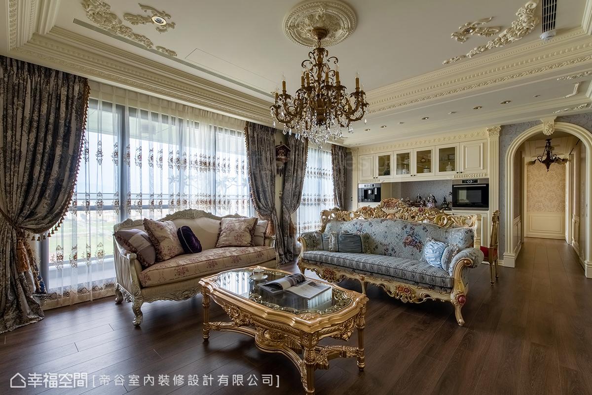 輪廓線條以歐洲三大皇宮為範本,搭配訂製燈具與家具,氛圍營造相當到位。