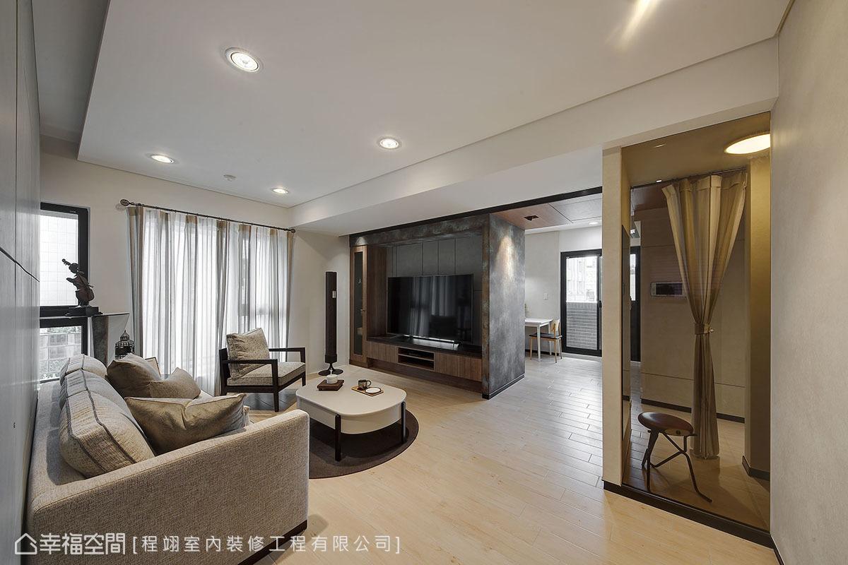在屋主提出不複雜、不使用壁紙、不要過多窗簾的要求下,構築出簡約大方的清爽場域。
