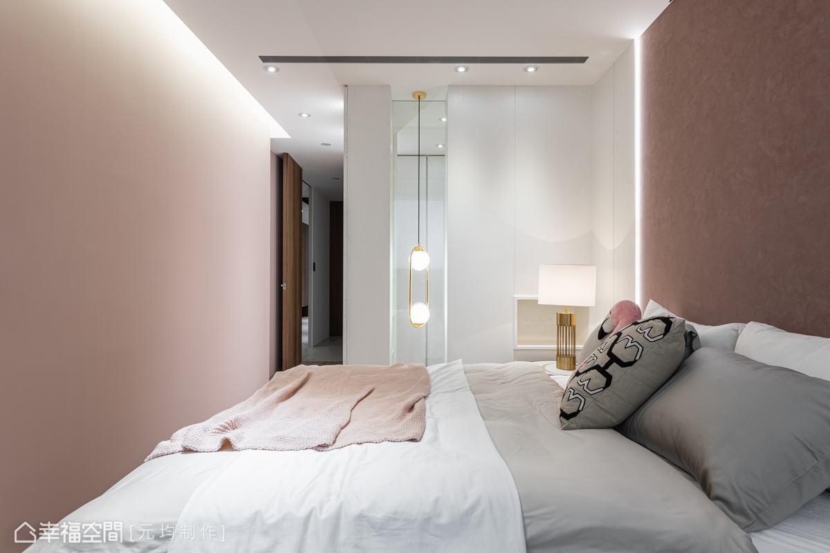根據狹長形空間,規劃獨立更衣空間,特別留出一處開口,保有視覺與光線的穿透。