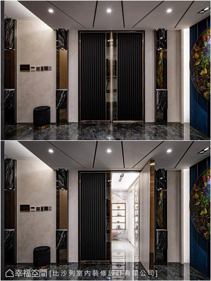黑色雙開門內是衣櫃及淡雅白色石材為底的鞋櫃間,外觀細緻高雅,機能上規劃雙層式收納及旋轉鞋架,可容納女主人400雙鞋。