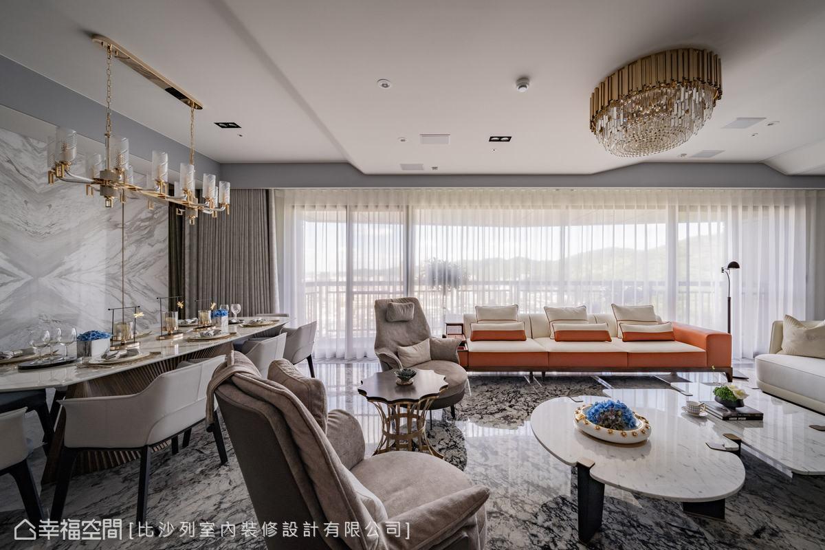 於黑白灰基底下,配置屋主喜愛的橘色家具,聚焦視覺並構築出空間層次。