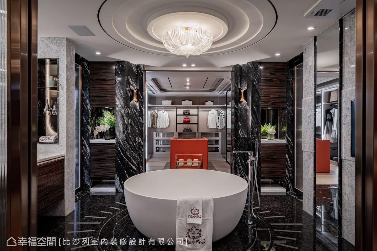 以大圓浴缸為中心,對應上方的圓天花與水晶燈,相互呼應、圍塑出豪邸氣勢。