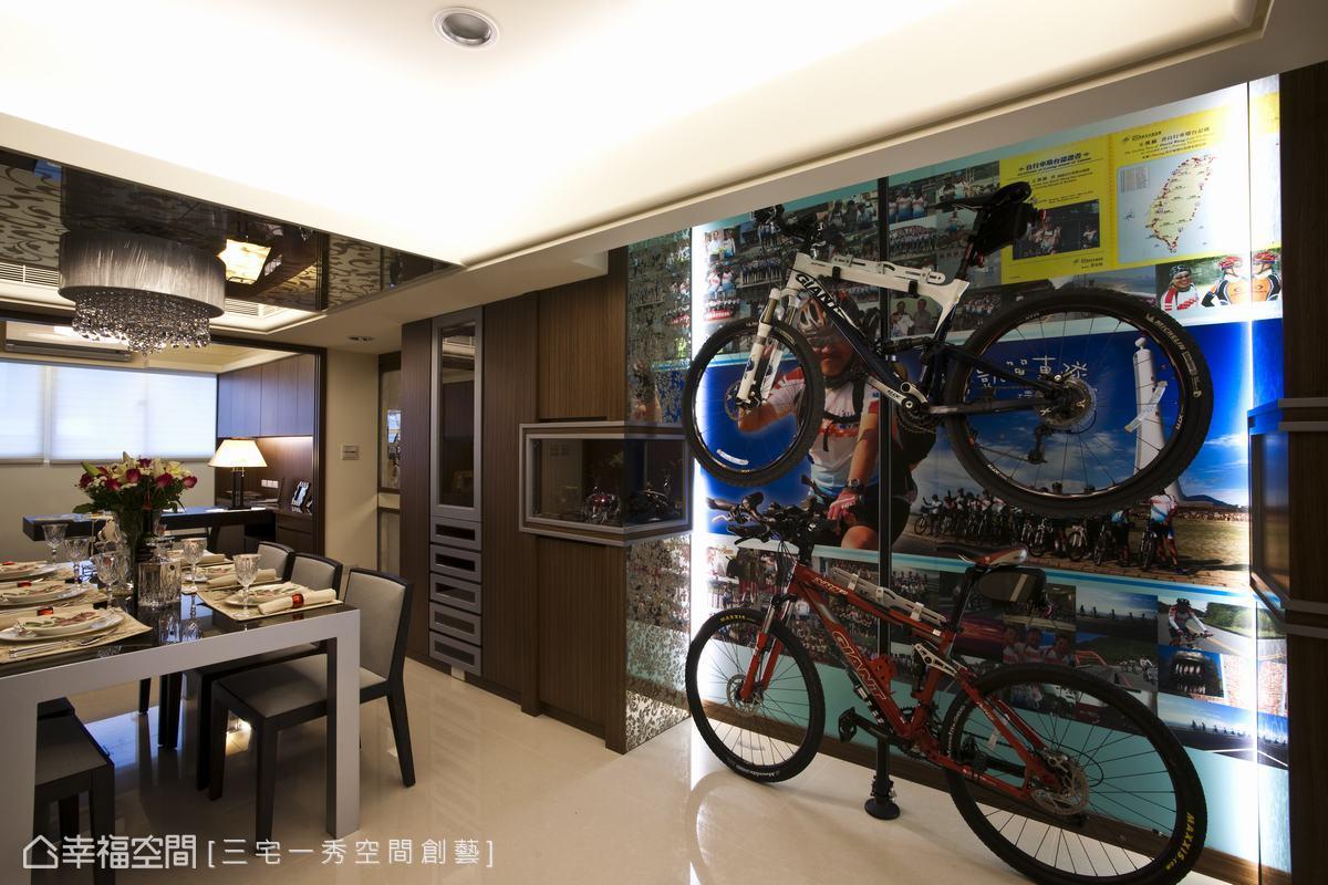 考量到樑下最低僅有二米五的屋高,三宅一秀空間創藝有限公司設計時盡量以挑空屋高視線為主軸。