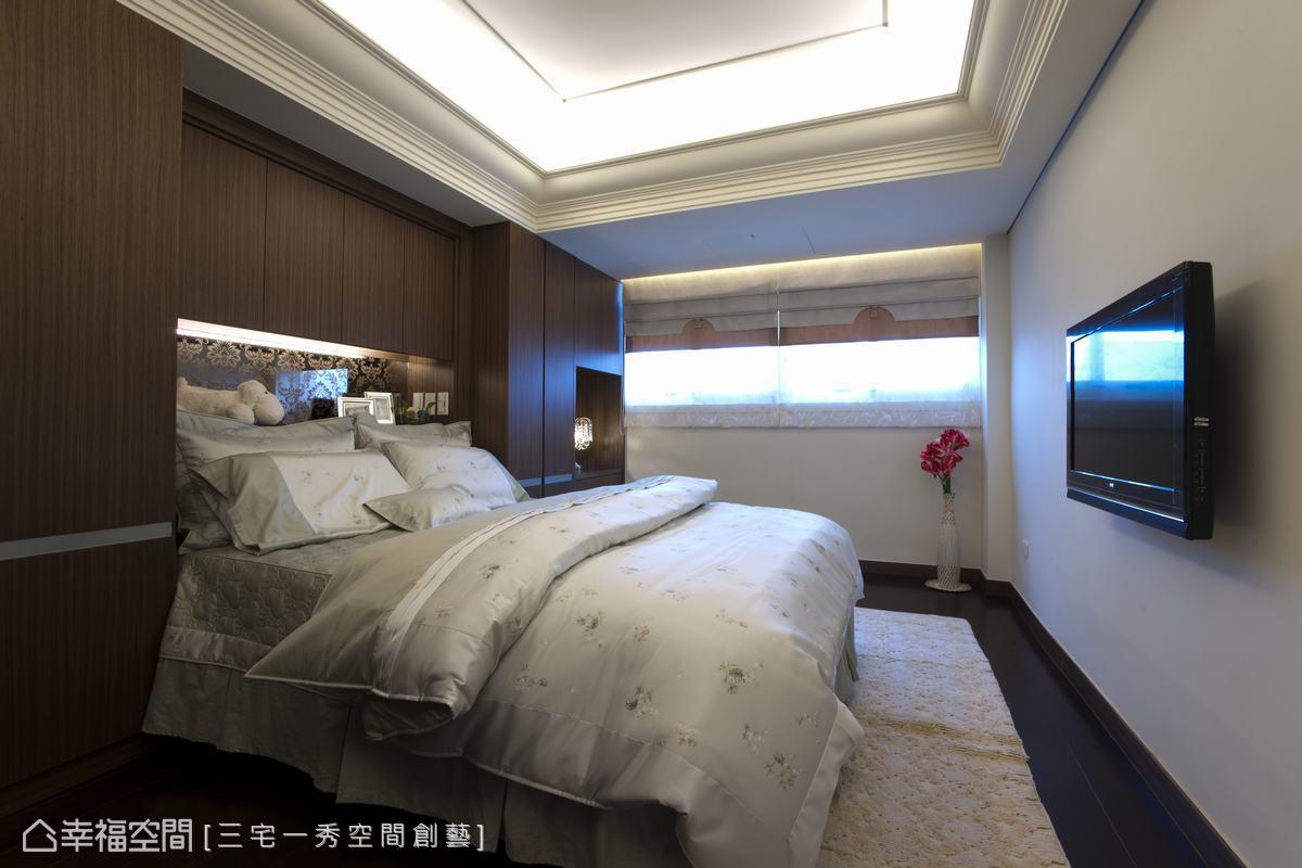 思考入樑位問題,設計師加以深淺櫃體於床頭,滿足了收納需求。