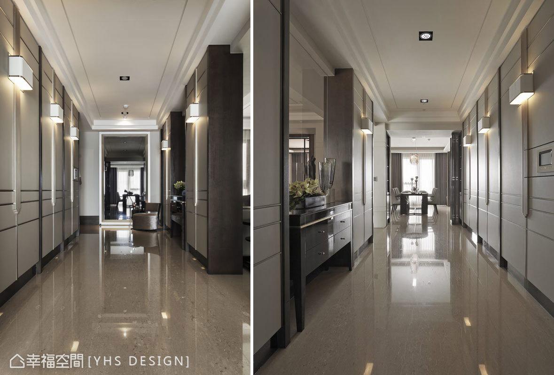 深咖啡色木皮框定時尚的皮革材料,飾以不鏽鋼、金屬漆,構成以訂製燈具為軸心的對開收納櫃體,陣列式排開於玄關空間,構成優雅大器的英式古典居所氛圍。