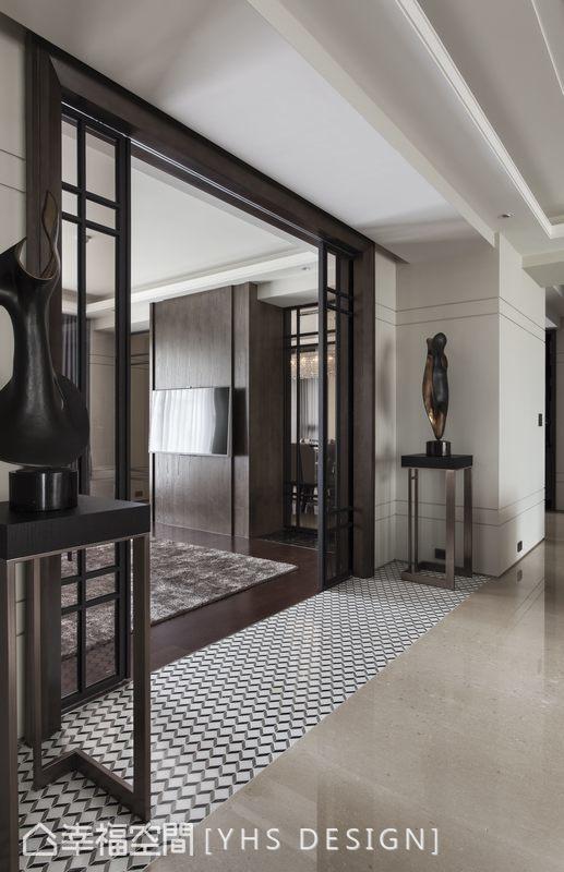 銜接石材大器迎賓氣度與休閒內斂的木質地坪,擷取CHANEL的品牌色系,時尚摩登造型元素以石材切割拼砌,成為明確的段落暗示。