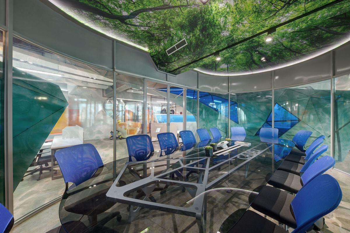 天馬行空創意 辦公空間變身歡樂影城